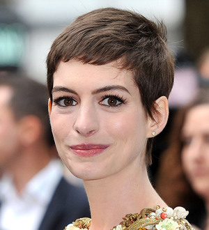 Anne hathaway eyes catwoman spin off young hollywood publicscrutiny Gallery