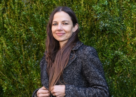 Actress Justine Bateman Explores The Pros & Cons of Fame In New Book!